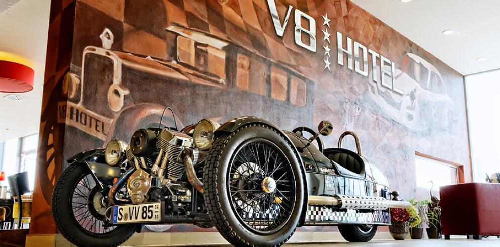 V8 HOTEL 11522