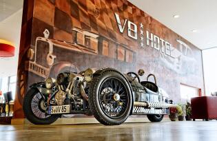 Urlaub für wahre PS Fans: Mit Besuch im Mercedes-Benz oder Porschemuseum