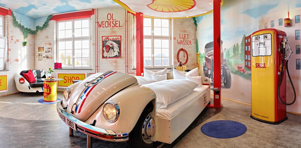 V8 HOTEL 11532