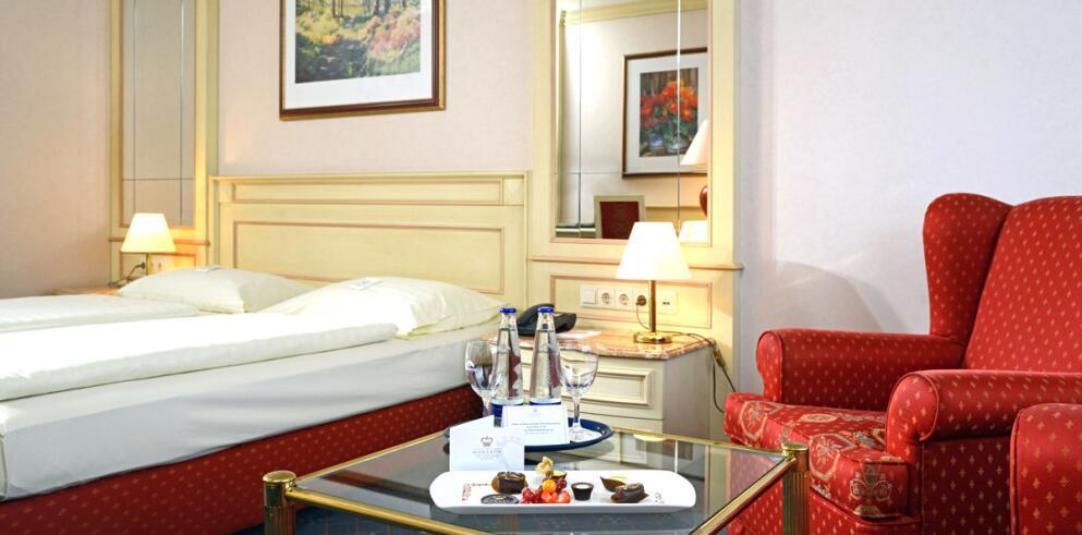 The Monarch Hotel 11986