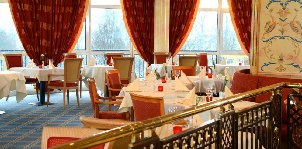 The Monarch Hotel 11991