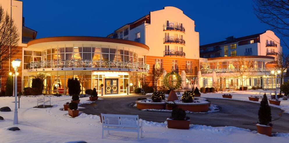 The Monarch Hotel 11996