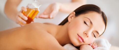 Aromaölmassage mit gewärmten Aromaölen (60 Minuten)
