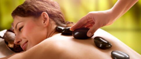 Hot Stone Massage (30-minütige Rückenmassage)