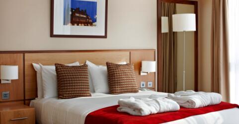 Clayton Crown Hotel 3