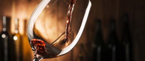 Eine Flasche Wein (Hauswein)