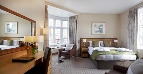Clayton Crown Hotel 2