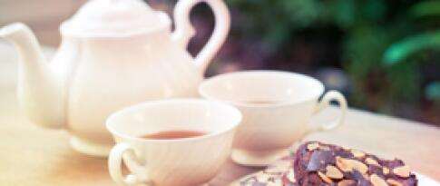 Apfelkuchen mit Kaffee/Tee