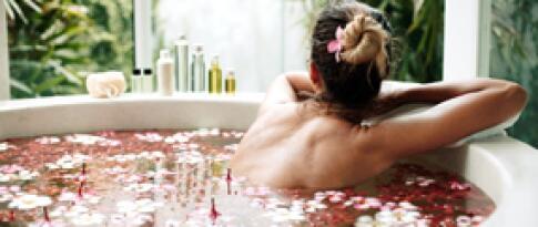 Rosenöl-Bad (30 Minuten)