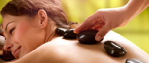 Hot-Stone Massage mit Fußmassage (45 Minuten)