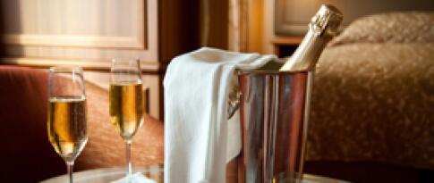 Romantik Paket mit Champagner und Deko