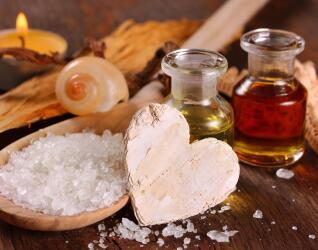 Oele und Salze fuer Massagen