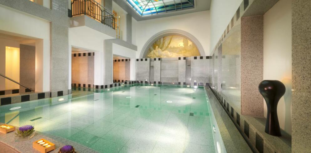 2 n chte royaler luxus zu zweit in baden baden mit fr hst ck spa ab 318 urlaubsheld. Black Bedroom Furniture Sets. Home Design Ideas