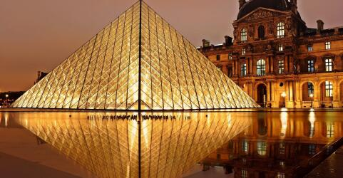 Louvre Museum 0