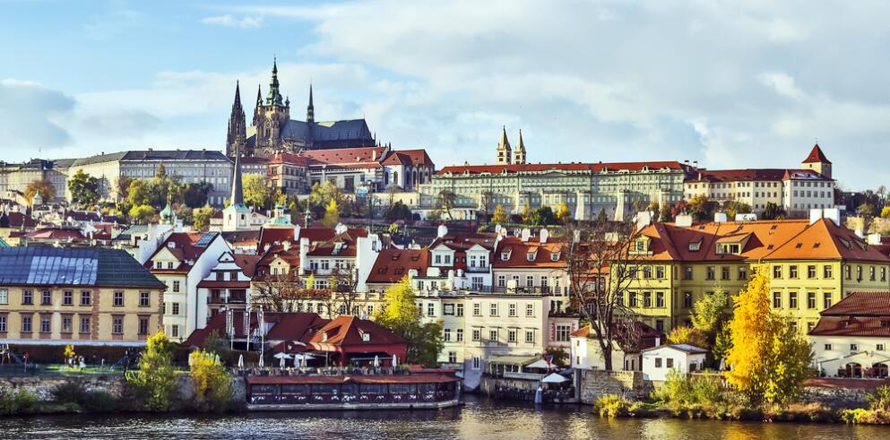 Pure White Prague 23483