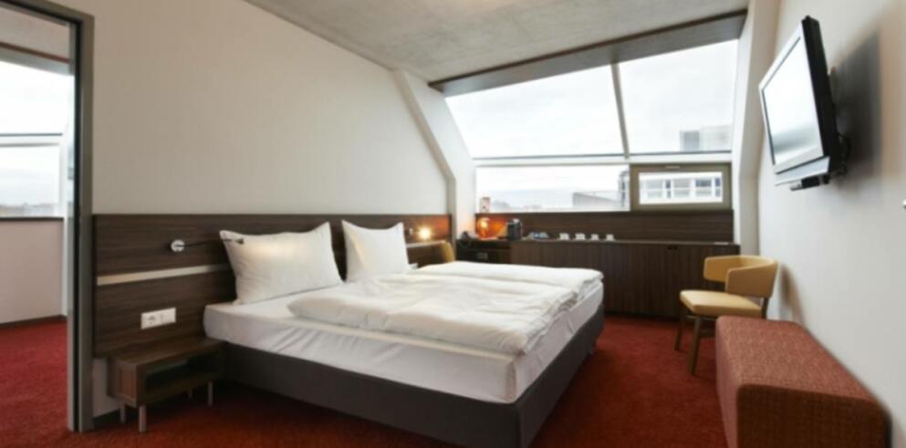 Simms Hotel 2351