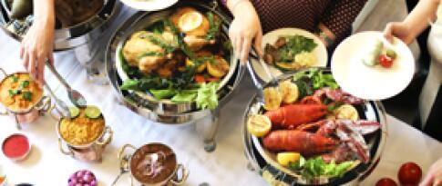 Ein Abendessen gratis (Menü oder Buffet nach Wahl des Küchenchefs)