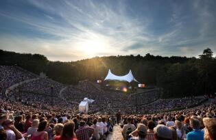 In der Waldbühne Berlin gebührend Dirigent Simon Rattle verabschieden