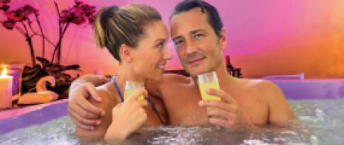Romantikbad zu zweit mit Champagner