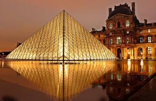 City-Romantik direkt am Arc de Triomphe mit Besuch im legendären Louvre