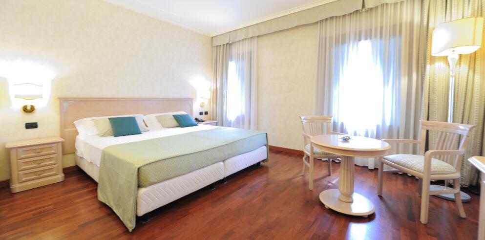 Hotel Roxy Plaza 3022