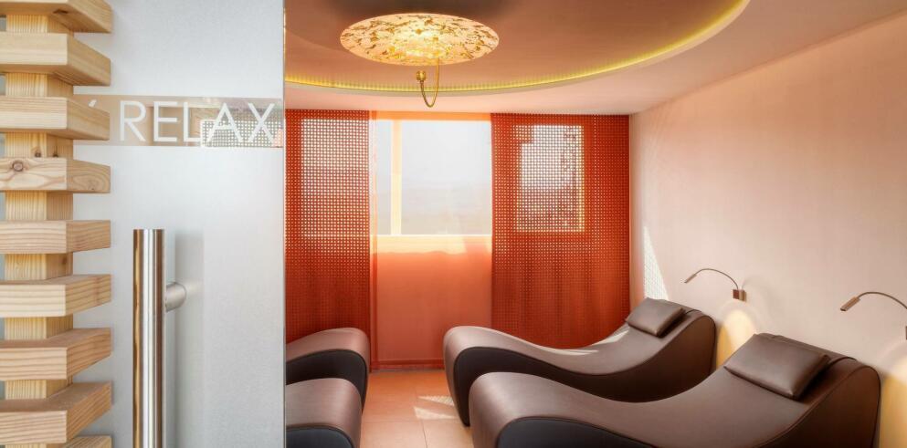 Hotel napura wellness auf herrlicher panorama dachterrasse for Design wellnesshotel