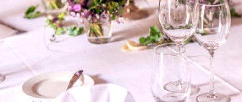 Een driegangenmenu of een buffet naar keuze van de chef-kok op de tweede avond