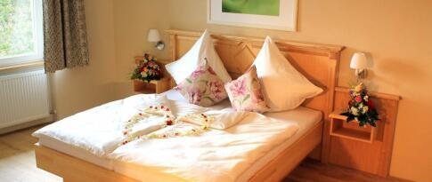 Pärchenzimmer mit frz. Bett