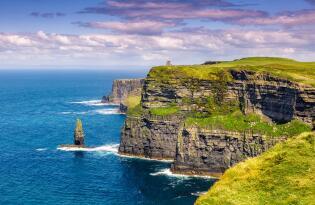 Jetzt die vielen atemberaubenden Highlights der grünen Insel entdecken