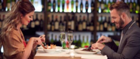 Dinner am Tag der Anreise (4-Gang-Menü und eine Flasche Wein (pro Zimmer))