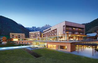 Wellnesstraum im modernen Designhotel mit traumhafter Bergkulisse