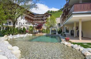 4*S Wiesenhof Garden Resort in St. Leonhard