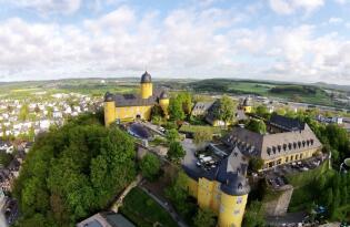 Premium Urlaub in der barocken Schlossanlage über dem Westerwald
