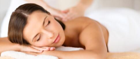Rücken-Schulter-Massage mit Aromaöl (45 Min.)