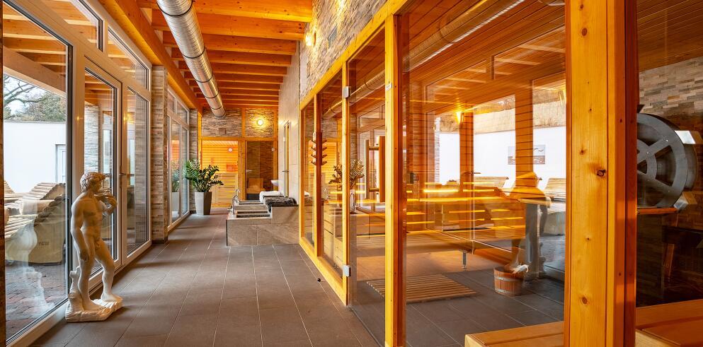 Hotel Badehof 43800