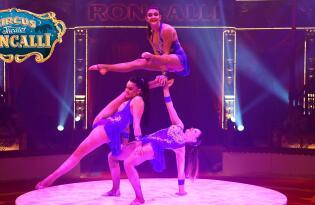 Erleben Sie eine Zirkusshow der Extraklasse mit Tanz, Musik und Komik
