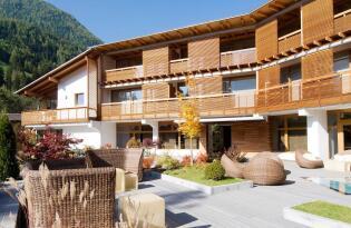 Moderner Luxus und  Entspannung im stylischen Hotel in den Dolomiten