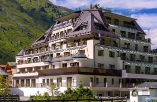 Welnessoase met uitzicht op de Oostenrijkse Alpen