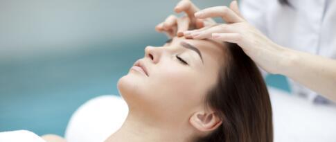 Gesichts-, Nacken- und Dekolleté Massage (20 Minuten)