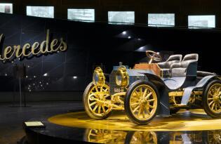 Mercedes-Benz Museum mit Hotelübernachtung in Stuttgart