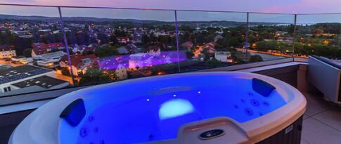 Nutzung des Whirlpools mit 2 Gläsern Sekt (30 Minuten)