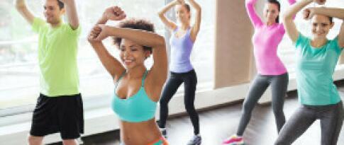 Teilnahme an verschiedenen Wassersportaktivitäten sowie Kursen im Fitnesscenter