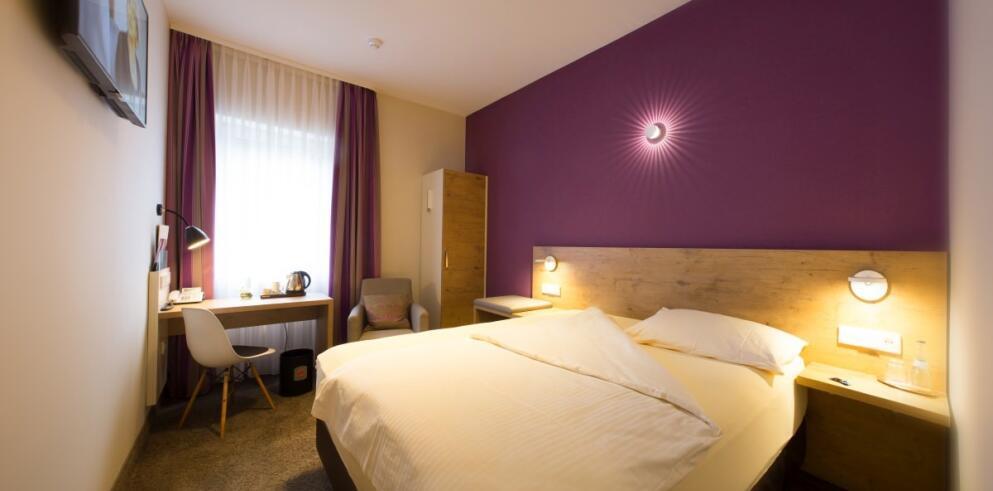 Hotel Azenberg 59300