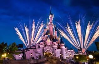 Disney's Magical Fireworks & Bonfire in Disneyland® Paris