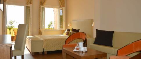 De Luxe Zimmer mit Seeblick und Balkon