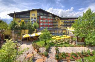 Goldene Wellnessauszeit in Zell am See mit Bergblick