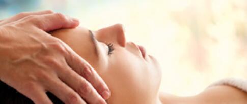 Kopf-, Gesichts- und Dekoltee Massage (30 Minuten)