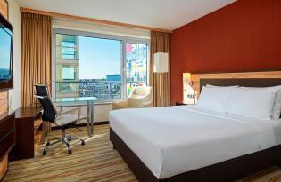Wohlfühlhotel mit fantastischem Blick auf den Düsseldorfer Hafen