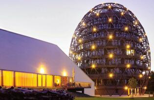 Wohnen und Genießen im futuristischen Ei-Hotel im Sauerland