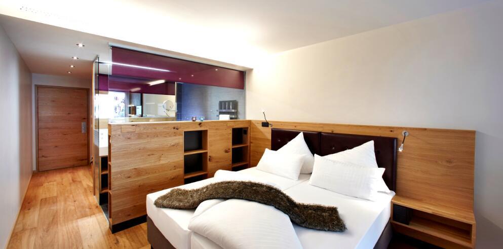 Anthony's Life & Style Hotel 7524